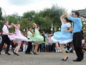 eifaf-street-performance-visitmyborneo-jpg